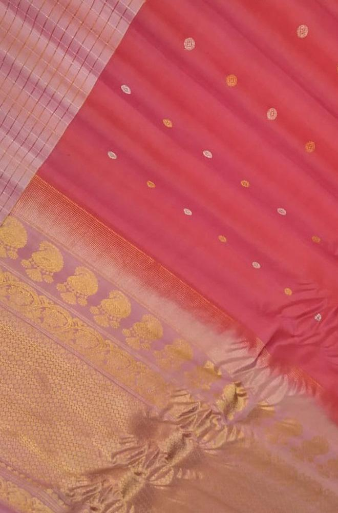 Pink Handloom Gadwal Pure Silk Saree With Contrast Contrast Border - Luxurionworld