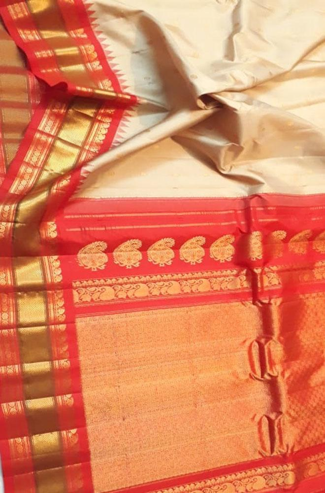 Off White Handloom Gadwal Pure Silk Saree With Red Temple Design Border - Luxurionworld