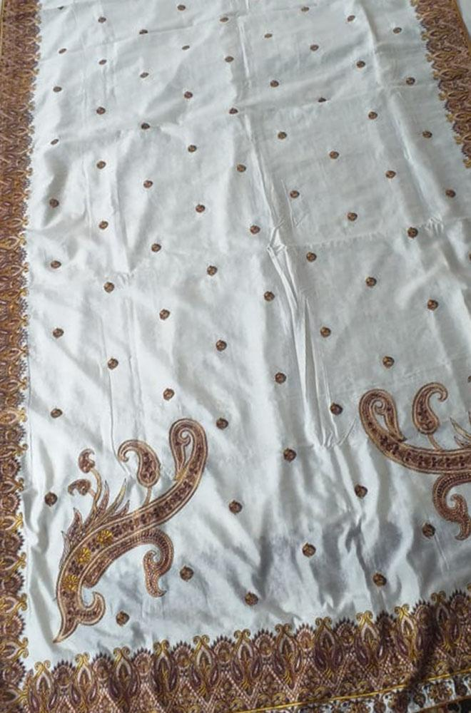 Off_White_Embroidered_Kashmiri_Aari_Work_Crepe_Saree