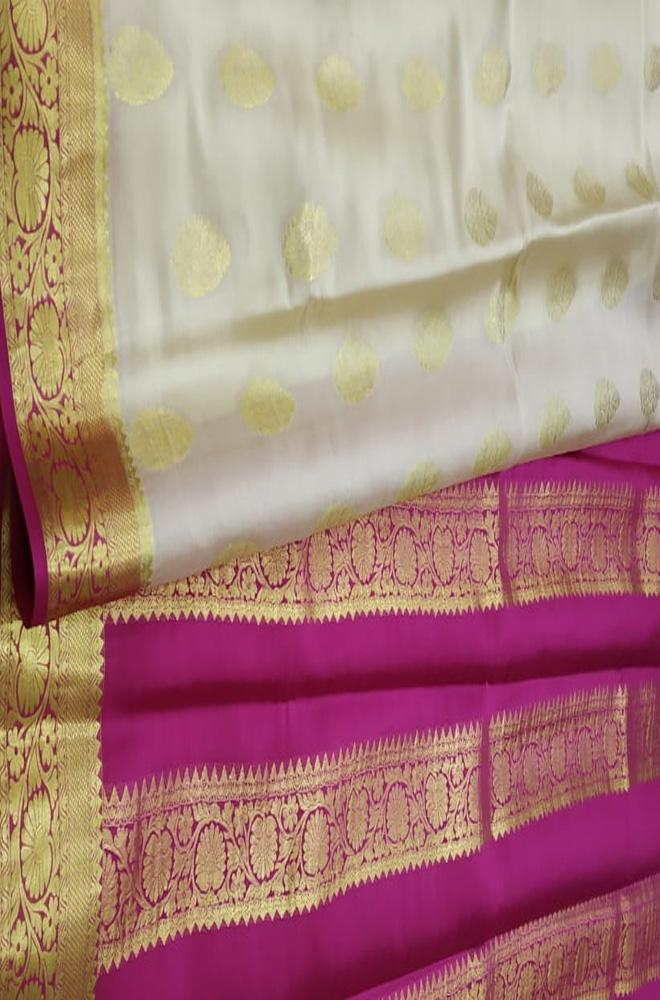 Off White Handloom Mysore Crepe Silk Flower Design Saree - Luxurionworld