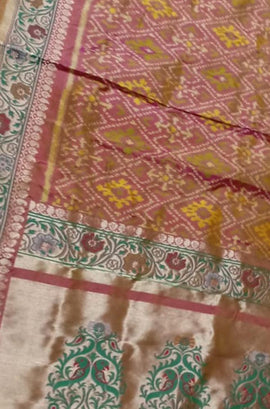 Pink Shot Color Handloom Ashavali Pure Silk Dupatta - Luxurionworld