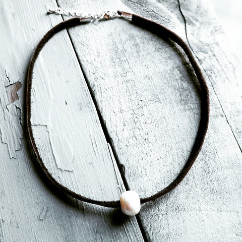 Freshwater Pearl Necklace (Brown Leather)