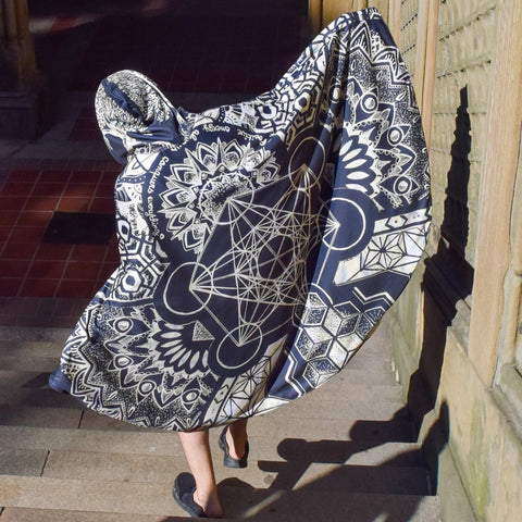 Black Geometric Cloak by Mil Et Une