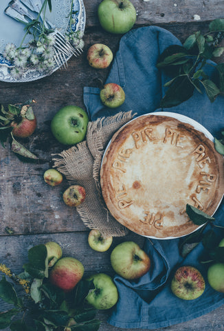 sustainable thanksgiving zero waste tablescape apples, pie, thanksgiving dinner