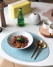 Load image into Gallery viewer, [Le'enmi Living] Pebble Shaped Placemats (double sided) [르엔미] 조약돌 가죽 테이블 매트 (1장, 양면)