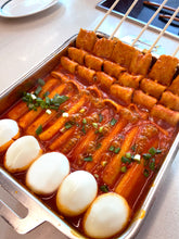 Load image into Gallery viewer, [Gourmet Gongbang] Whole Rice Cake Tteokbokki with Fish Cake Skewer [고메공방] 통가래떡 꼬치오뎅 떡볶이 (444g)