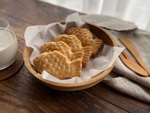 Load image into Gallery viewer, Gourmet Gongbang fish shaped bun with red bean and milk