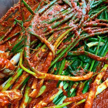 Load image into Gallery viewer, Green Onion Kimchi 파김치 (300g)