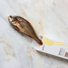 Load image into Gallery viewer, [YoungGwang] Steamed Barley Dried Yellow Croaker [영광상회] 재입고! 찐보리굴비 (온마리, 사이즈 대 30cm)