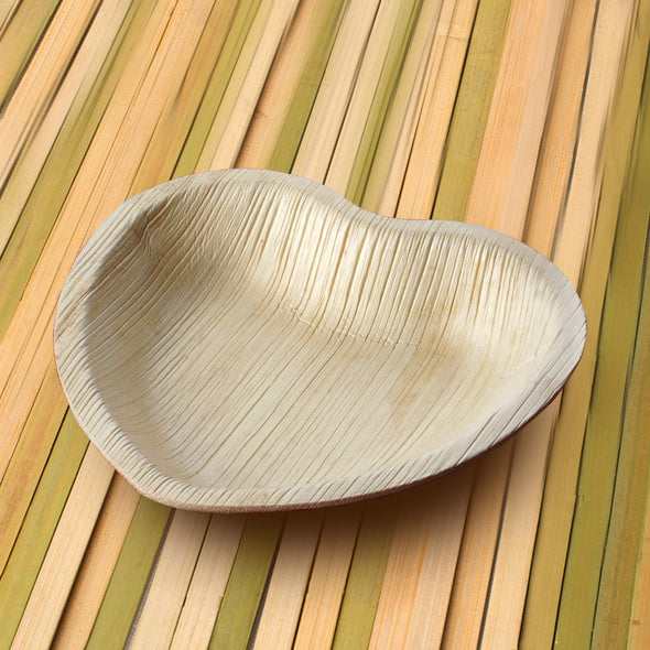 "7"" Heart Natural Palm Leaf Eco-Friendly Disposable Appetizer/Salad Plates"