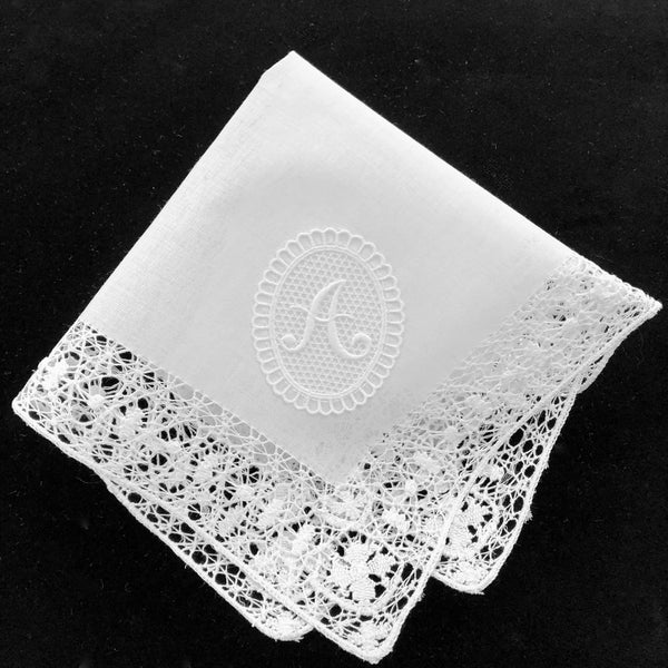 """Regina"" Monogram women's handkerchief with lace"