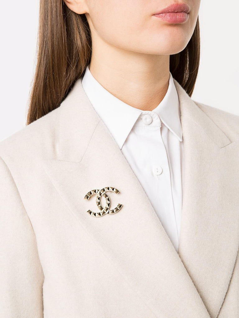 image hacks elevate an feature brooch hack always style a to jacket with how blazer star no brainstorming outfit