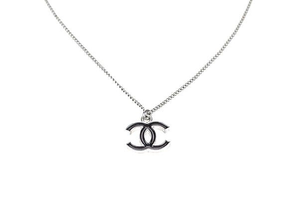 chanel necklace. chanel black enamel cc logo pendant necklace