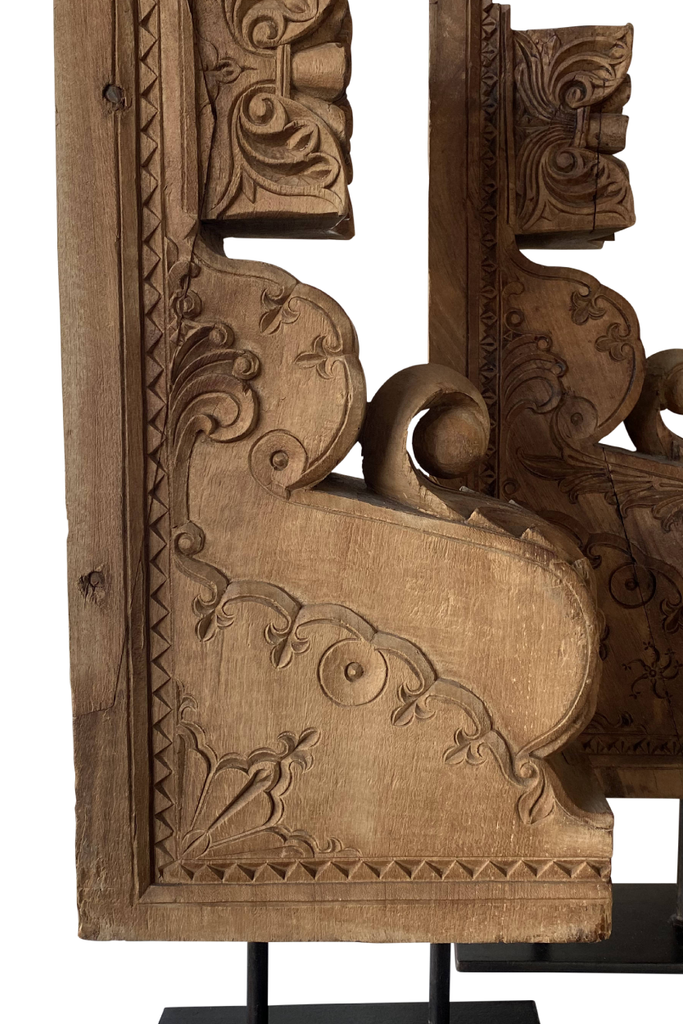 PAIR OF CARVED WOODEN BRACKETS ON IRON STAND