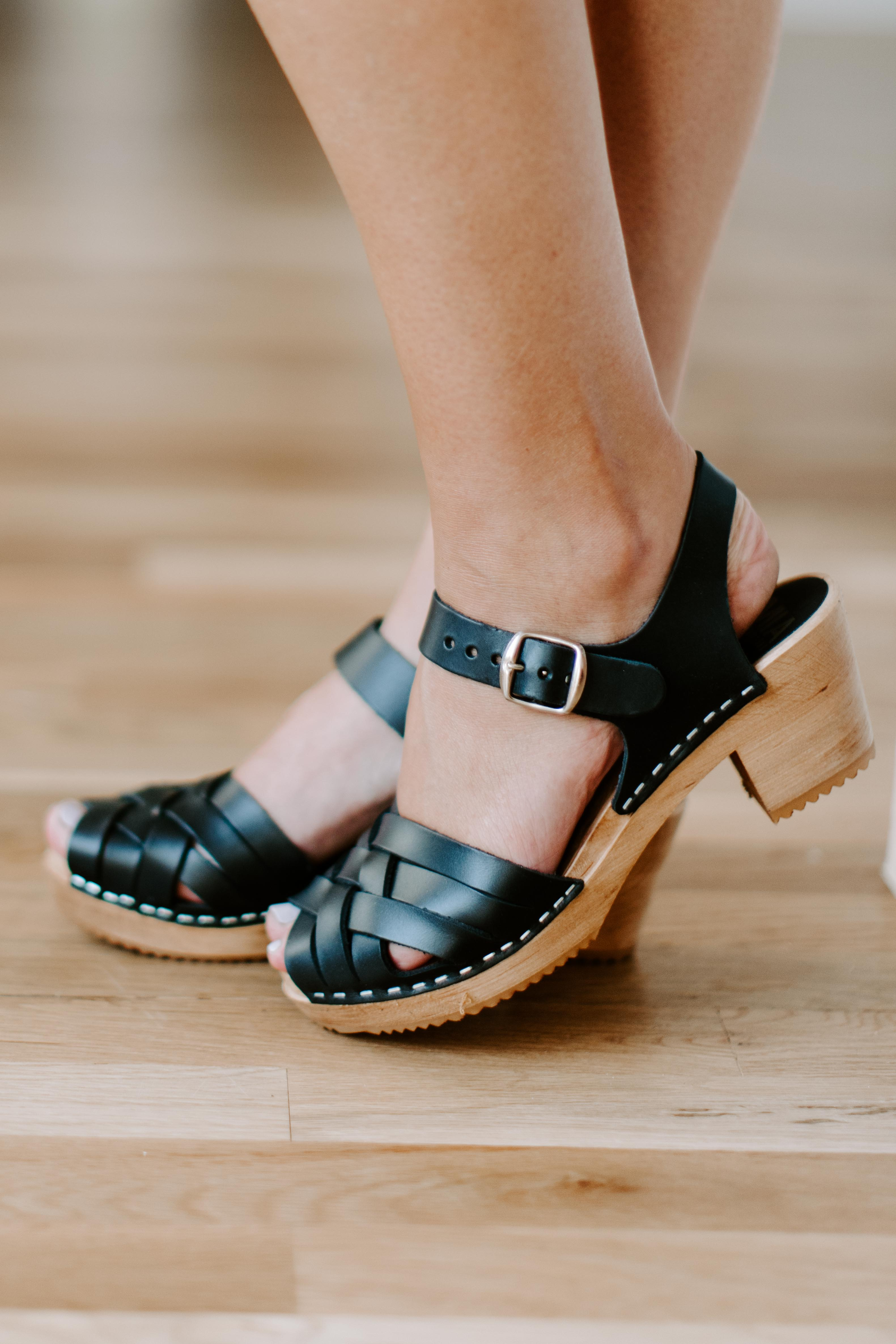 Black Bety Clogs