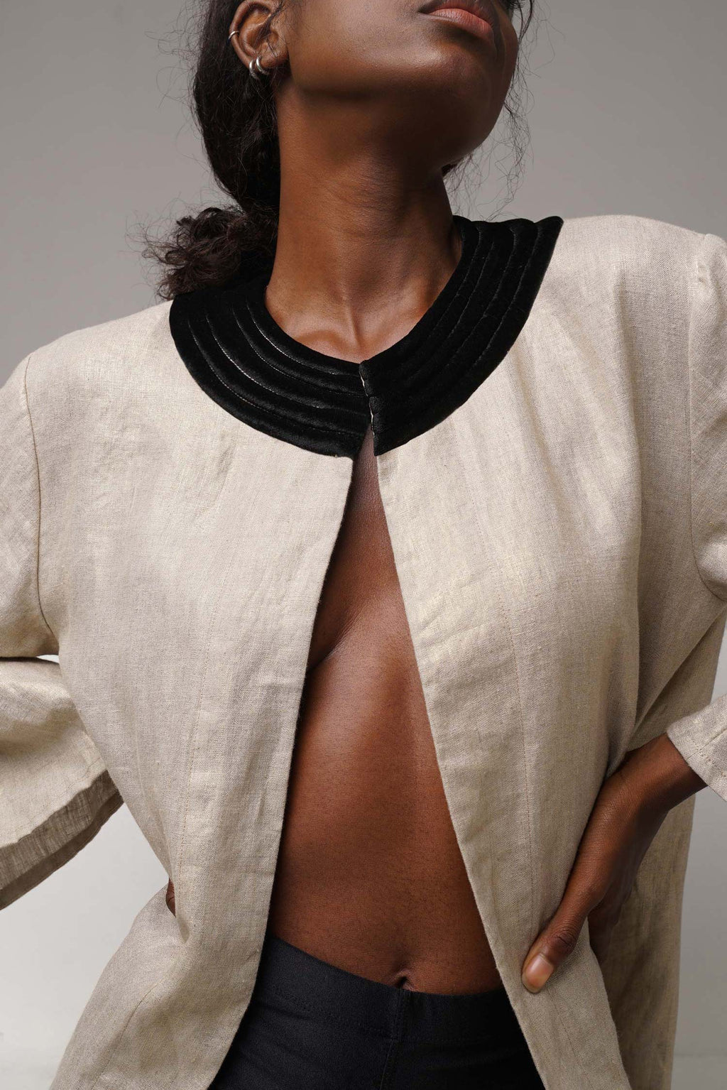 The Short Love Triangle Robe has an A-line cut in 100% linen offers a more casual-chic 60s style with its two side pockets.  The beige gold color will make you feel like a gem, and the black velvet quilted collar gives softness and structure to the look.