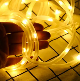white fairy string rope lights with hand