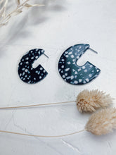 Load image into Gallery viewer, Black and White Speckled Earrings