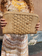 Load image into Gallery viewer, 80s Straw Clutch