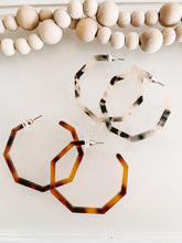 Load image into Gallery viewer, Geometric Tortise Hoop Set