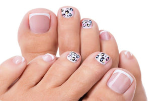 Signature Gel Pedicure - Move Manicure