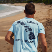 Reyn Spooner HAWAIIAN ISLES GRAPHIC TEE in LIGHT BLUE