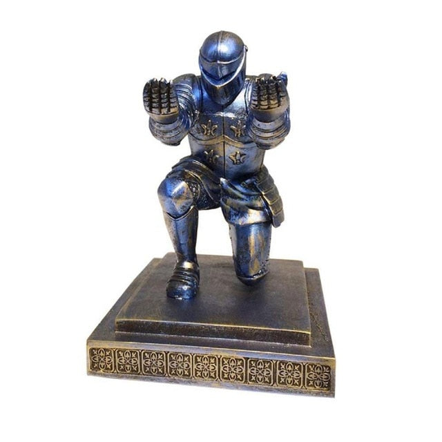 Creative Home Decoration Desktop Executive Knight Pen Holder Stander with a Pen