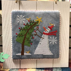 Trimming the Tree | Bendy Stitchy Designs