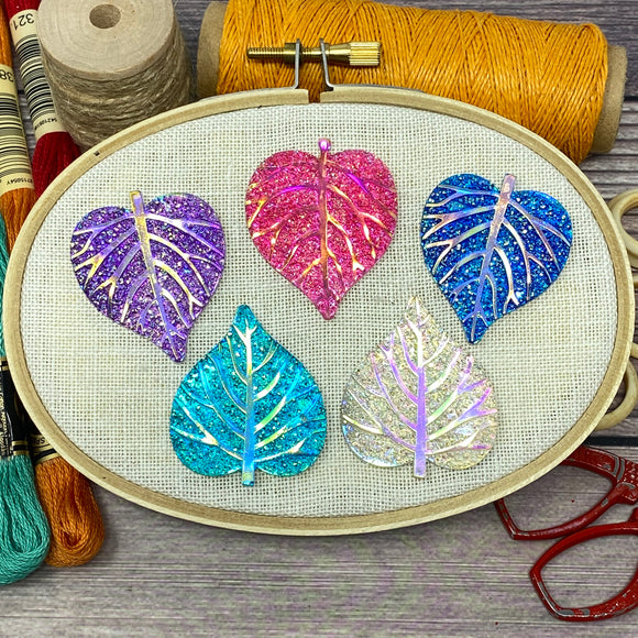 Colorful Glitter Leaves Needle Minder