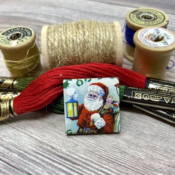 Santa with a Lantern Needle Minder
