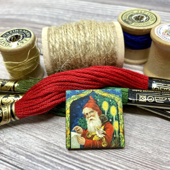 Santa in Candlelight Needle Minder