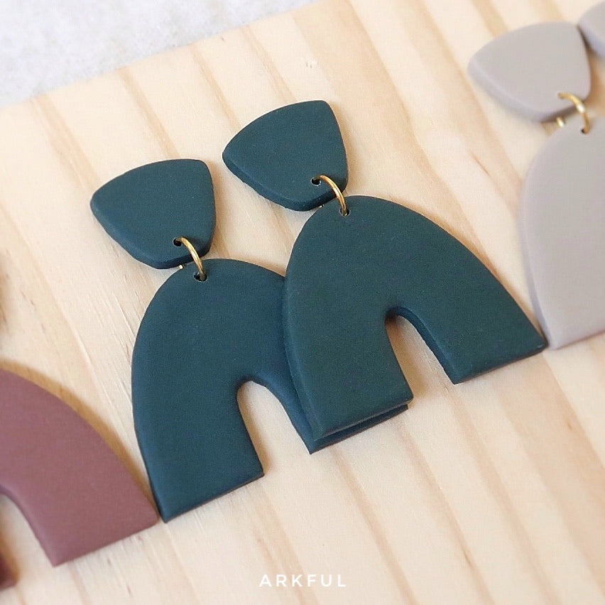 Back to Basics - Grace Earring in EMERALD