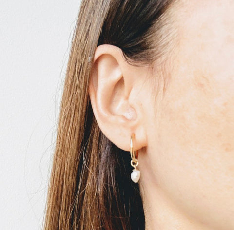 Cécile Dainty Pearl Hoops