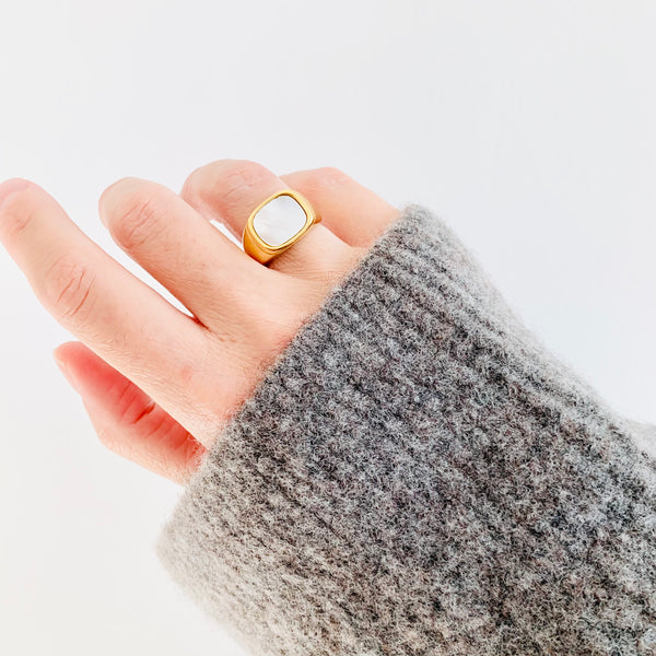18K Gold Shell Signet Ring