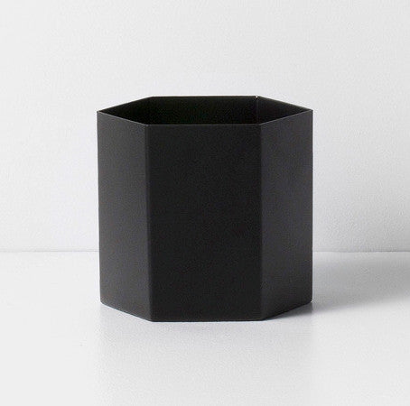ferm LIVING Hexagon Pot Black Large