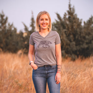 Lifestyle Overland Women's V-Neck Topo Bear T-Shirt