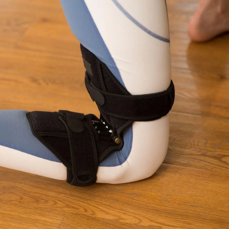 a Power Knee Stabilizer Pads, knee Joint Support braces with spring on the back of a knee