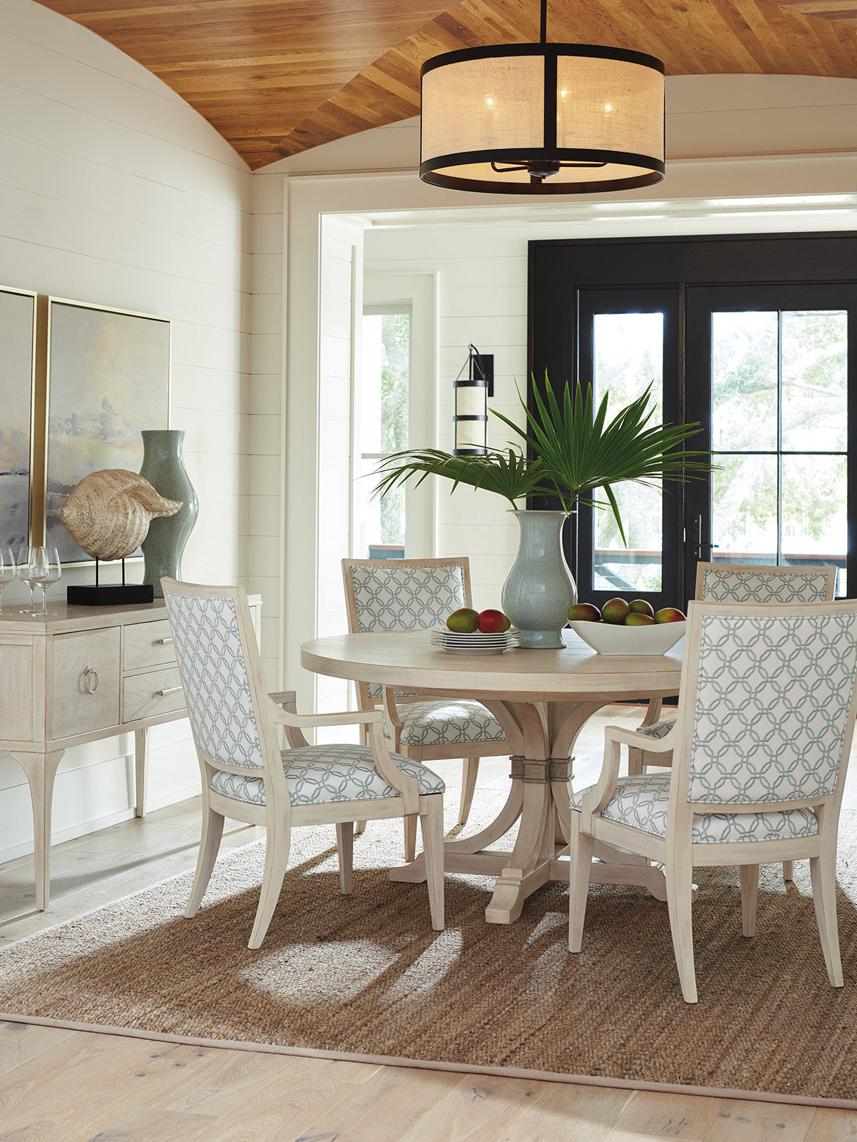 Magnolia Round Dining Table in Sailcloth