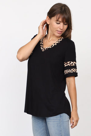 Black Leopard Accent Short Sleeve V-Neck Top_Plus