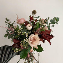 Load image into Gallery viewer, Seasonal Bouquet