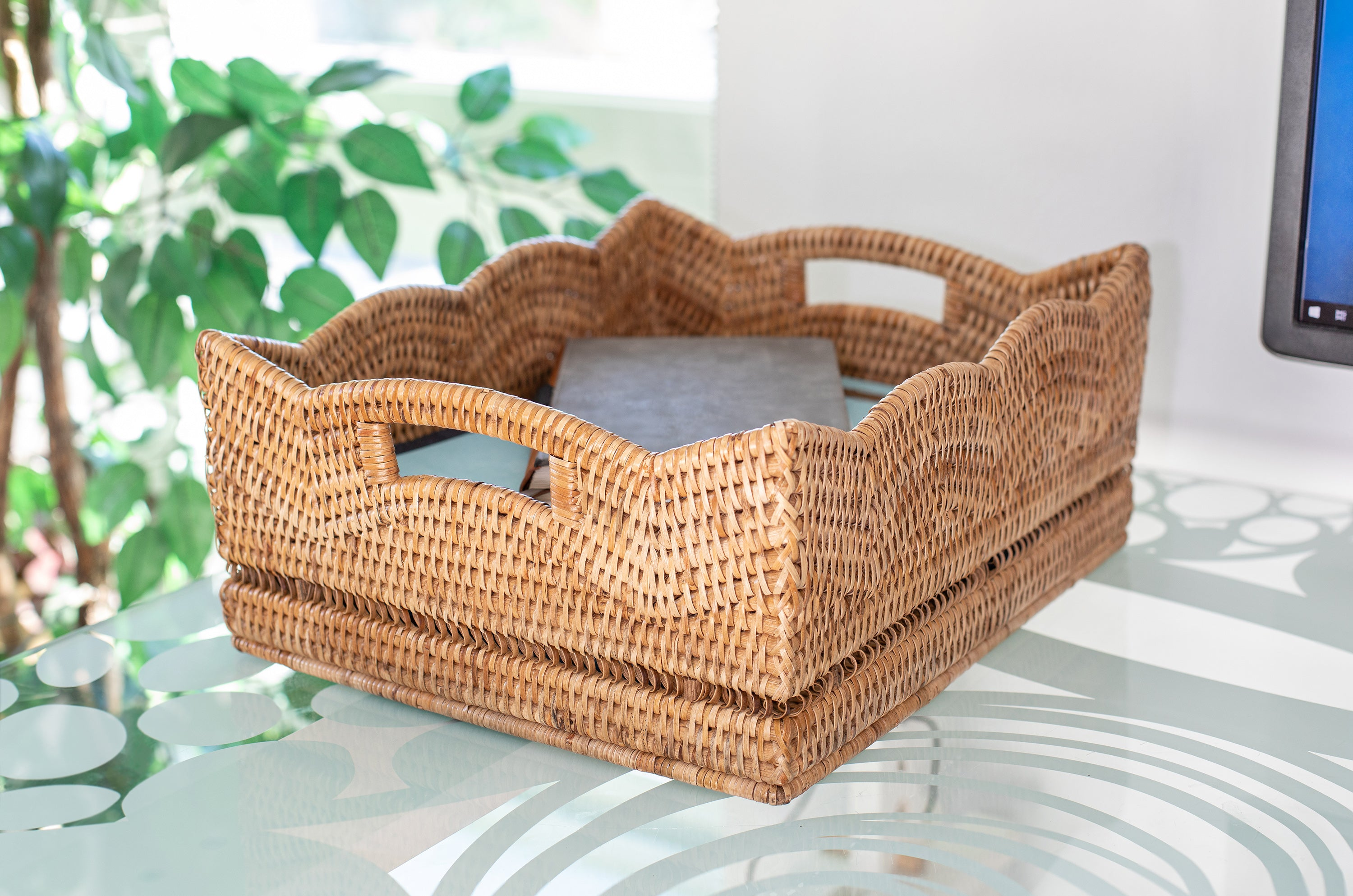 Scallop Shelf Basket Honey Brown