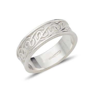 sterling silver gents celtic lovers not ring the design is in the centre  and there is raised rimms at the edge