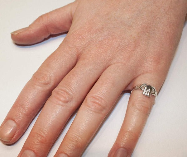 madium sized classic claddagh ring as worn by a lady