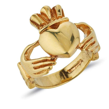 9ct yellow gold extra big and heavy gents statement claddagh ring, this picture shows the carved hands in detail