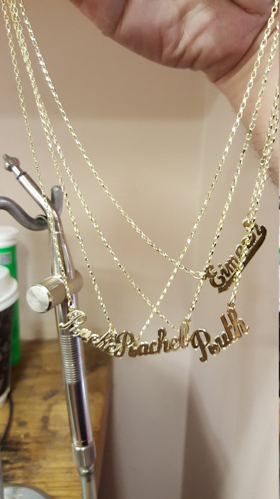 Name necklace in 9ct Gold on Chain