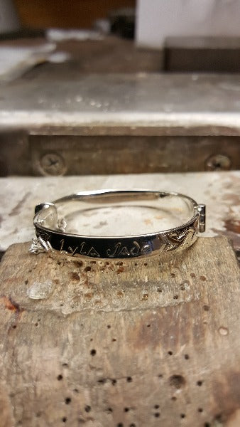 engraving on a bangle