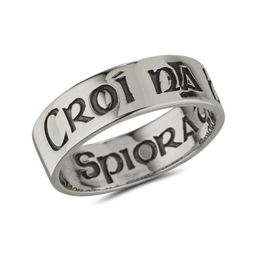 sterling silver band engraved with croi na heirann on outside and spiorad ceiltigh