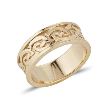 yellow gold Celtic design pattern embossed on the ring the lines criss cross each other in curves and scrolls