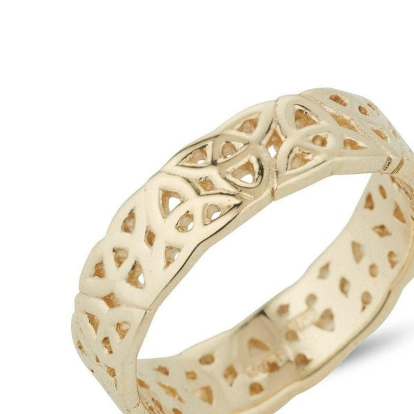 9ct yellow gold celtic trinity knot ring,  the ring has celtic trinity knots alternating point up and point down the full way around the ring