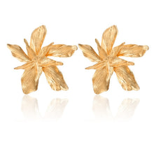 Load image into Gallery viewer, FLOWER golden Drop Earrings - Nova Dream Shop